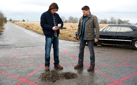 The Winchesters get ready to trap a crossroads demon in order to find a way into hell.