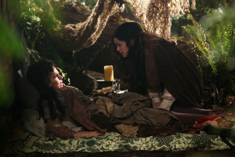"""How did we get from here to """"THE QUEEN MUST DIE!!"""", Snow White? Why couldn't you have just realized this woman was Regina in disguise?"""
