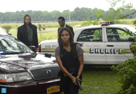 Fill your police officer quota for the episode, Abbie. Heels and all!