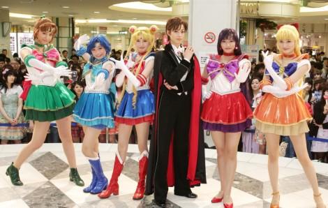 The cast of Petite Étrangère during a promotional appearance.