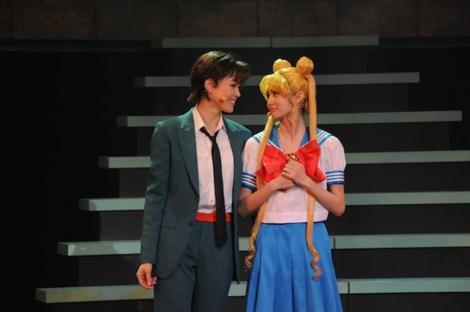 A sweet moment between Usagi and Mamoru.